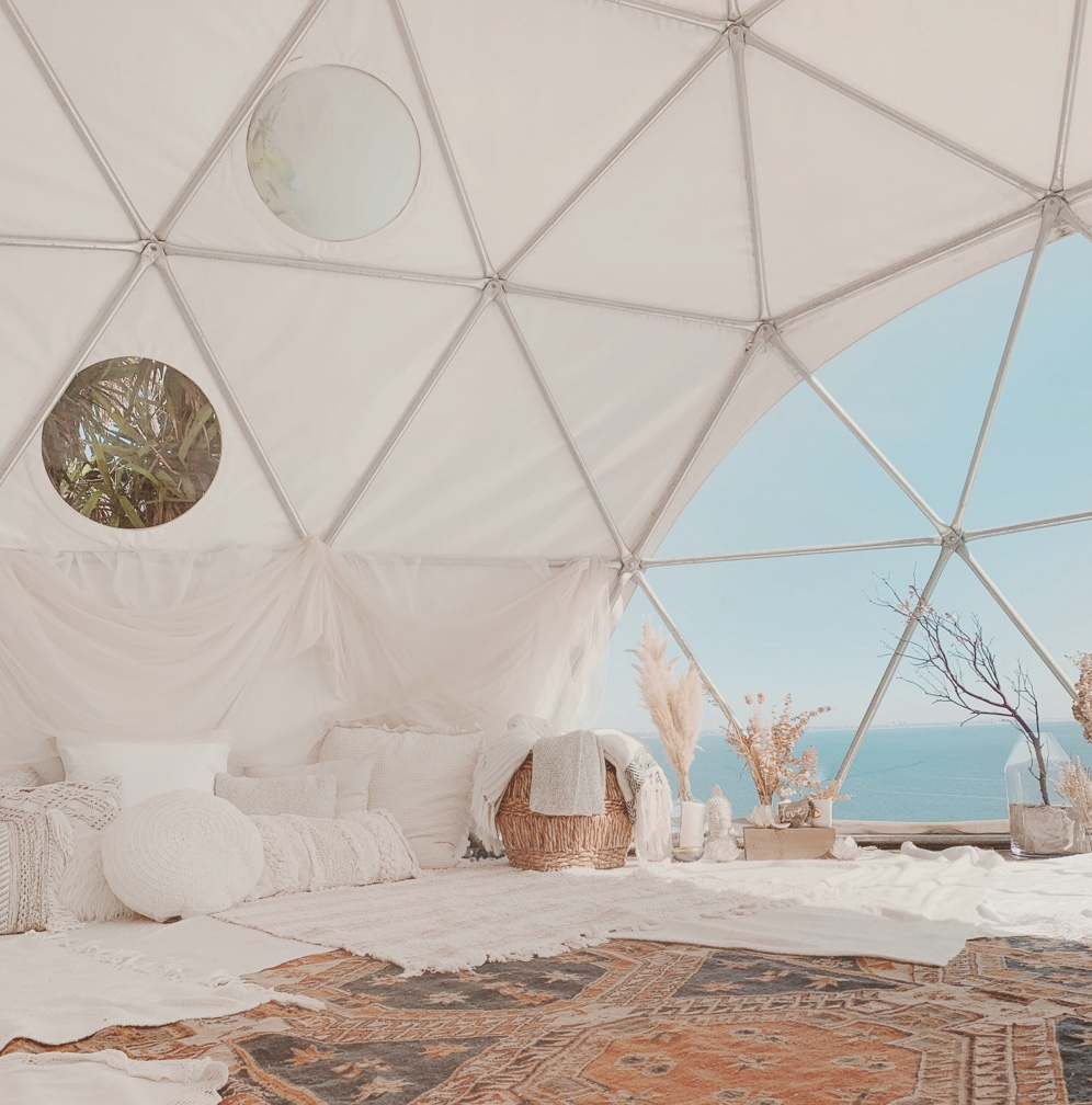 The Best Mediation Classes in Los Angeles by Liz in Los Angeles, Los Angeles Blogger, an image of a meditation hut with white pillows and fur rug